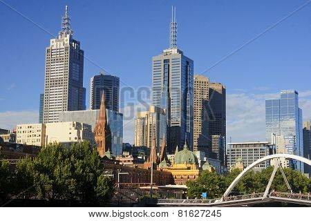 MELBOURNE, AUSTRALIA - JANUARY 13, 2015: Yara River in Melbourne - view of the city center