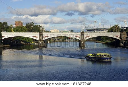 MELBOURNE, AUSTRALIA - JANUARY 13, 2015: Princes Bridge in centrum city of Melbourne