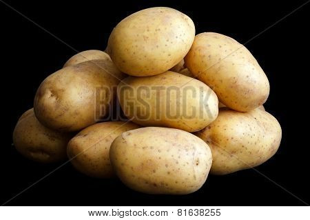 Pile of potatoes arranged on black surface