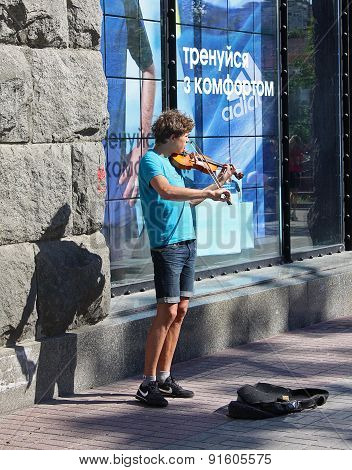 Ukraine, Kiev - May 27,2013: Young Violinist Playing On The Street Khreschatyk For Passers
