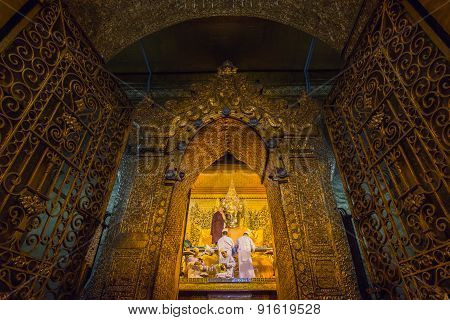 MANDALAY, MYANMAR, MARCH 23, 2015: Early Morning Ritual Of Face Wash To Maha Myat Muni Buddha Image