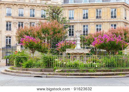 Place Francois 1Er In Paris, France