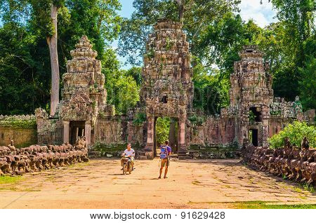 Moto rickshaw and tourist in gate of Angkor Wat