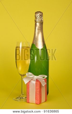 Bottle and wine glass, gift box