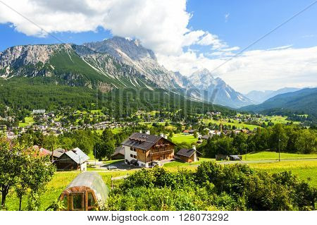 The Great Dolomite Road is a breathtaking scenic drive that crosses the alpine passes and charming towns, connecting the Bozen and Bolzano regions.