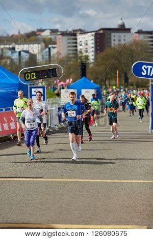 EDINBURGH â?? APRIL 17: Participants of 10 mile Great Edinburgh Run at their final stretch in Holyrood Park, April 17, 2016 in Edinburgh, UK