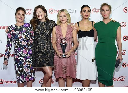 LOS ANGELES - APR 14:  Annie Mumolo, Kathryn Hahn, Kristen Bell, Mila Kunis & Christina arrives to the Cinema Con 2016: Awards Gala  on April 14, 2016 in Las Vegas, NV.