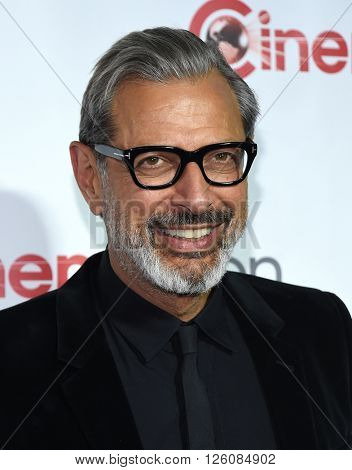 LOS ANGELES - APR 14:  Jeff Goldblum arrives to the Cinema Con 2016: Awards Gala  on April 14, 2016 in Las Vegas, NV.