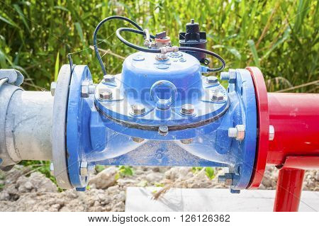 Shut-off valve automatic (no electricity) to the hydraulic system for watering system