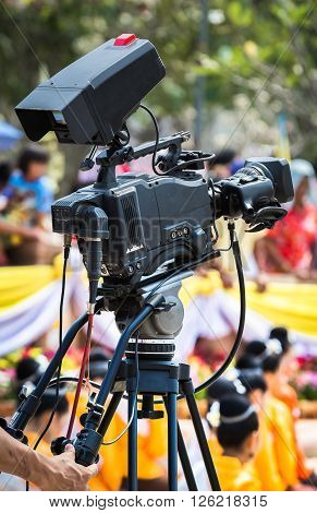Cameraman using a TV broadcast TV. Recording dance of Thailand. Poor lighting conditions