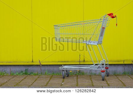 Abandonned shopping cart
