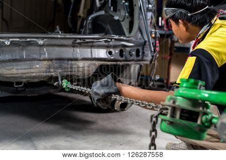 Auto body repair series : Pulling auto body