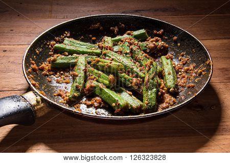 bhindi masala or bhendi masala or ladies finger masala / curry in fry pan