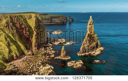 Schottland Ostküste Meer Felsen Gras Himmel Steine
