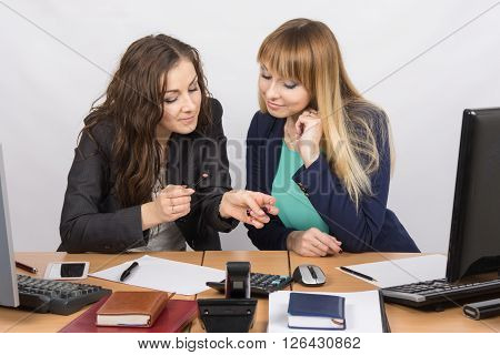 Young Girl In The Office Break Enthusiastically Discussing Lipstick At Your Desk