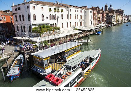 VENICE,ITALY-AUGUST 12,2014:view of the grand canal from the Rialto bridge during a sunny day.