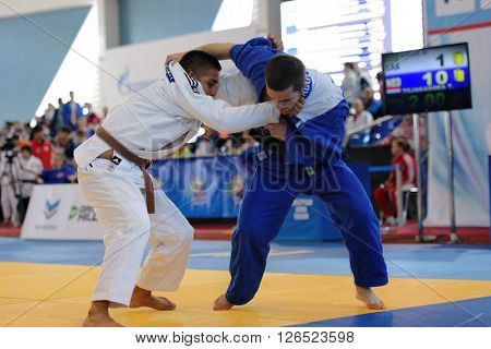 ST. PETERSBURG, RUSSIA - APRIL 16, 2016: Match Haniel Simas of Brazil (white) vs Tornike Tsjakadoea of Netherlands during the Junior European Judo Cup. 346 athletes participated in the competition