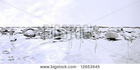 líquido gemas transparentes aguas blancas gotas: tema abstracto