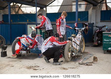 Mechanic Prepair Motorcycle For Race