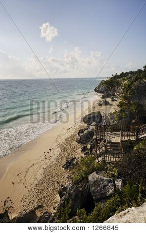 Strand von Maya archäologischen Stätte von tulum