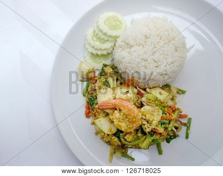 Thai Crab Curry Recipe - The Fired Curry Shrimp And Squid, Mix Seafood With Mix Vegetable. Phat Phon