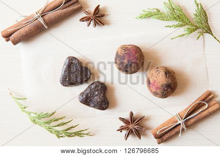 Raw Candies Made Of Date Fruit,nuts, Hibiscus,cocoa Decorated With Cinnamon Sticks,cardamom,thuja Br