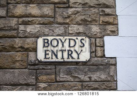 The street sign for Boyds Entry in the city of Edinburgh Scotland. It was on this site in the 18th Century where the Boyds Inn public house once stood and where Dr. Samuel Johnson first arrived in the city.