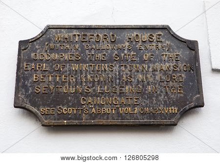 A wall plaque located at Galloways Entry along the Royal Mile marking the location of Whiteford House in Edinburgh Scotland.
