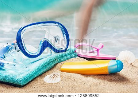 mask and snorkel to swim at the beach