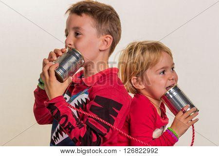 children with a dosentelefon