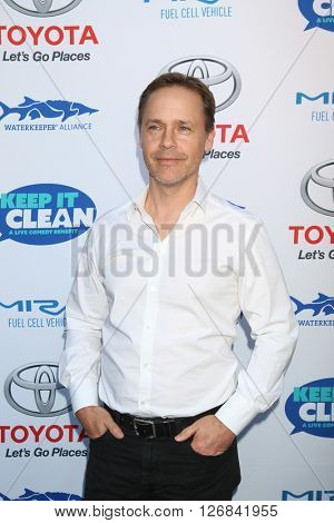 LAS VEGAS - APR 21:  Chad Lowe at the Keep It Clean Comedy Benefit For Waterkeeper at the Avalon Hollywood on April 21, 2016 in Los Angeles, CA