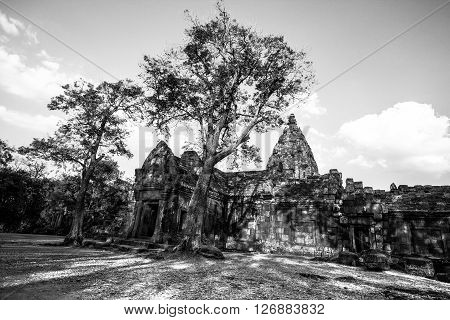 Castle Rock 's ancient Khmer civilization in the land of Thailand .
