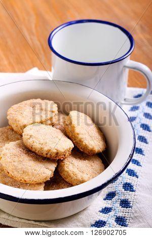 Cinnamon shortbread cookies in a bowl and milk