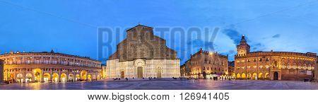 Evening panorama of Piazza Maggiore square with Basilica di San Petronio and Palazzo Comunale Bologna Emilia-Romagna Italy