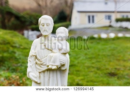 Father and son decorative statue in a garden