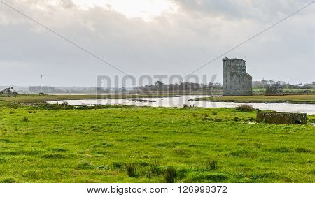 Photo of Carrigafoyle castle in Ireland from afar