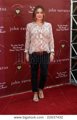 LOS ANGELES - MAR 13:  Sasha Alexander arriving at the John Varvatos 8th Annual Stuart House Benefit at John Varvaots Store on March 13, 2011 in Los Angeles, CA