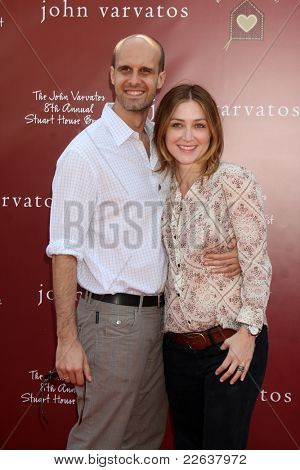 LOS ANGELES - MAR 13:  Eduardo Ponti, Sasha Alexander arriving at the John Varvatos 8th Annual Stuart House Benefit at John Varvaots Store on March 13, 2011 in Los Angeles, CA