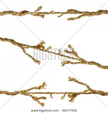 Rompiendo rasgado dañado cuerdas sobre fondo blanco