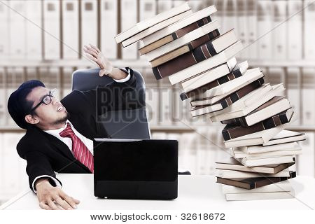 Empresario ocupado