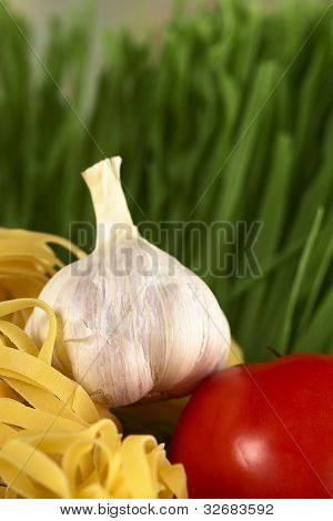 Garlic with Tomato and Pasta