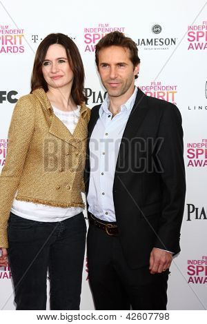 LOS ANGELES - FEB 23:  Emily Mortimer, Alessandro Nivola attend the 2013 Film Independent Spirit Awards at the Tent on the Beach on February 23, 2013 in Santa Monica, CA