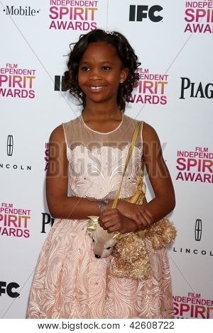 LOS ANGELES - 23 de fevereiro: Quvenzhane Wallis assiste o filme de 2013 Independent Spirit Awards na tenda