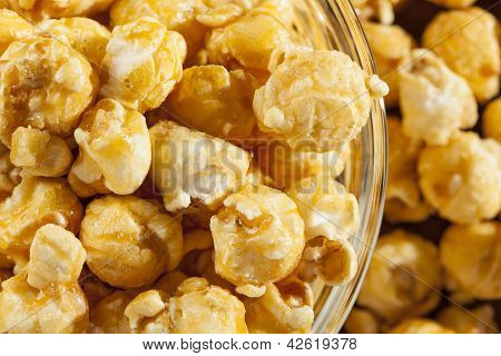Hausgemachte frische aufgetaucht-Karamell-Popcorn