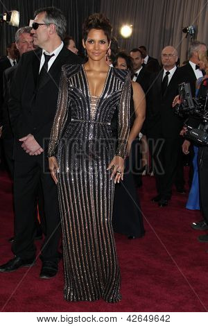 LOS ANGELES - FEB 24:  Halle Berry arrives at the 85th Academy Awards presenting the Oscars at the Dolby Theater on February 24, 2013 in Los Angeles, CA