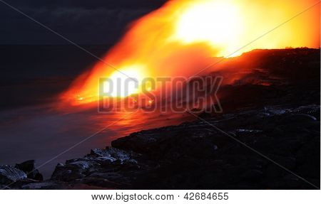 Lava entry in to the ocean at Puhi-o-Kalaikini at Big Island, Hawaii