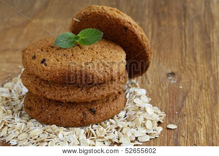 pile of round oatmeal cookies