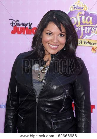 LOS ANGELES - NOV 09:  Sara Ramirez arrives to the