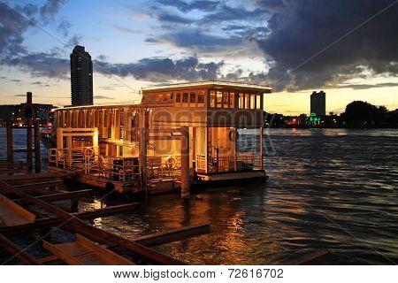 Boat Dinner Tour At Twilight In Bangkok