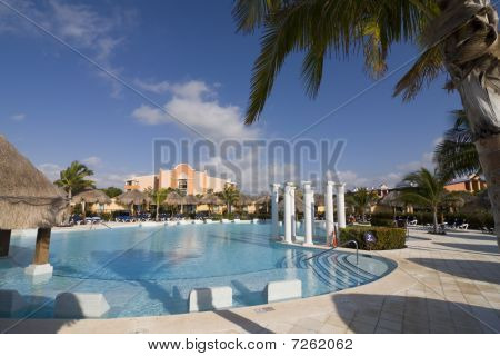 Tropical Resort Swiming Pool